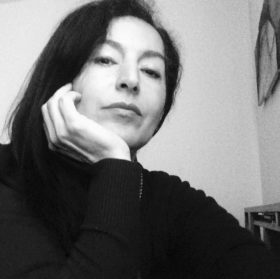 Nina Sadeghi . ritratto